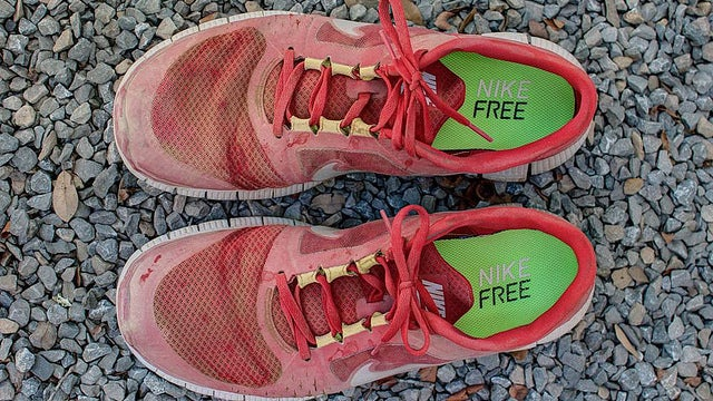 Pick Running Shoes Based on Comfort to Prevent Foot Injury