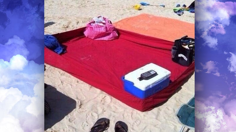 Use a Fitted Sheet to Make a Sand-Free Blanket at the Beach