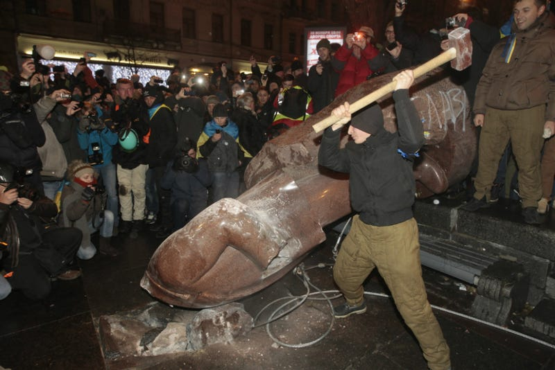Protestors in Ukraine Topple Lenin Statue as Protests Continue