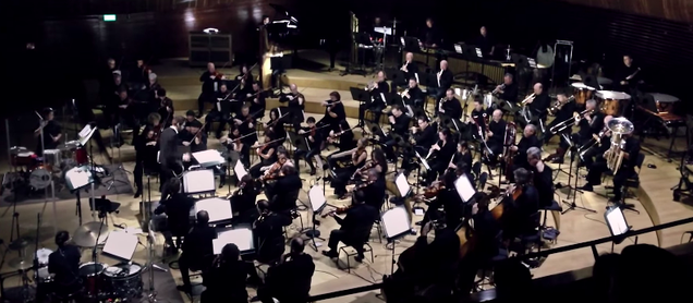 Awesome orchestra plays an awesome medley of 30 hip hop songs