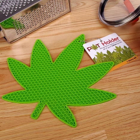 This Pot Holder Will Prevent Burns When You're Baking