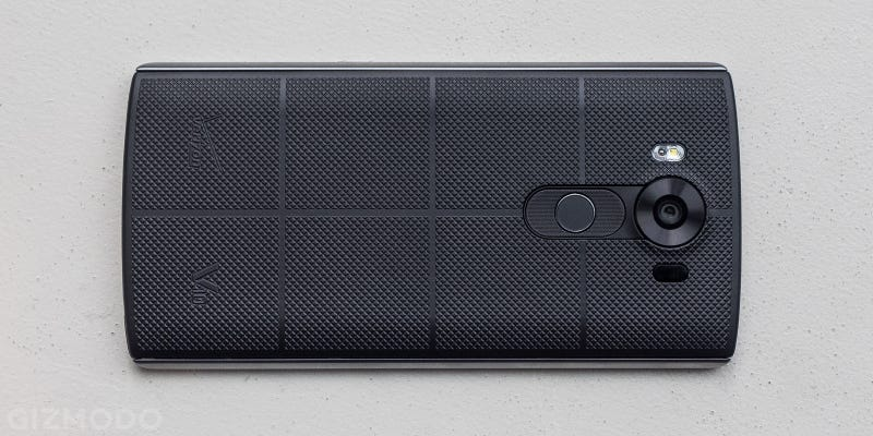 LG's V10 Smartphone Is One Big Handful of Weird, But I Kind Of Love It