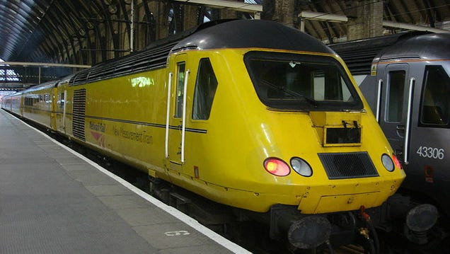 "This ""Flying Banana"" Keeps Britain's Trains from Running off the Rails"