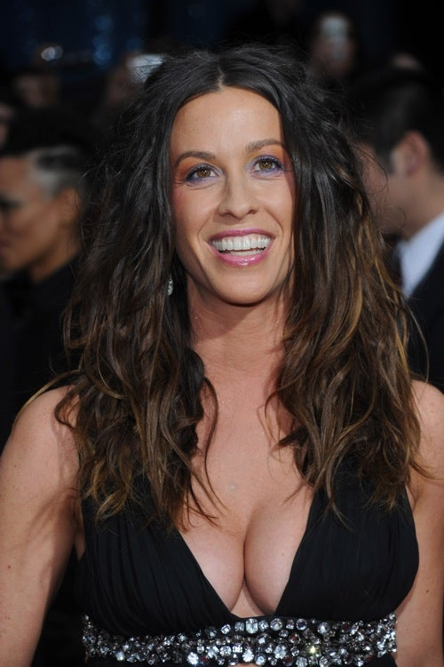 Alanis Gets Married; Cher Collapses Before Performance