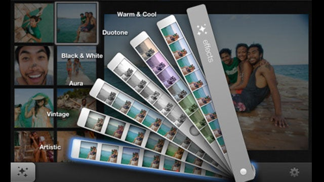 iPhoto Brings Multi-Touch Photo-Editing to iPad and iPhone