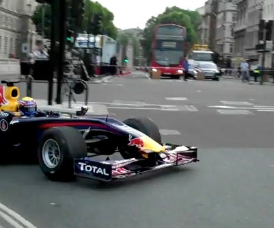 F1 Car Makes Real Pit Stop In Downtown London