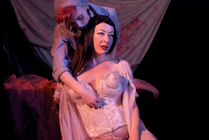 The lesbian burlesque version of Twilight [NSFW]