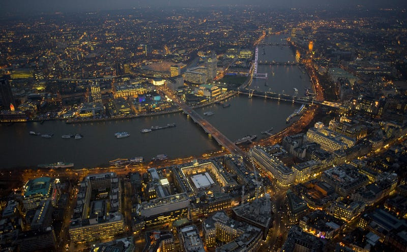 Spectacular Night Photography of London Causes Awe, Vertigo