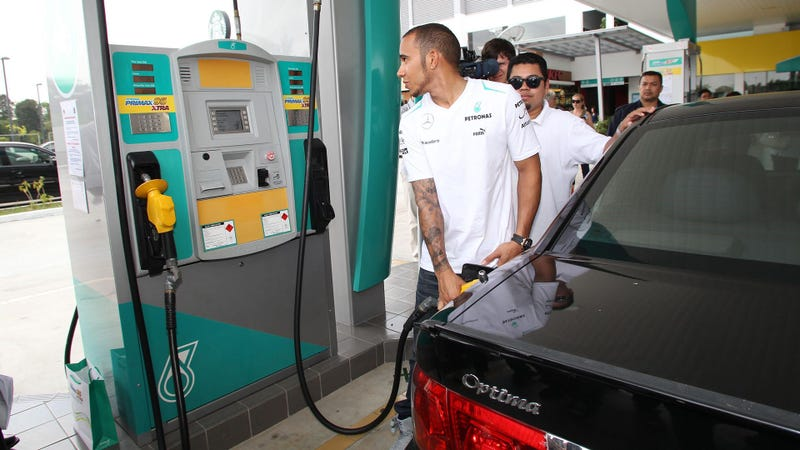 The Best Thing About Lewis Hamilton Filling Up A Kia