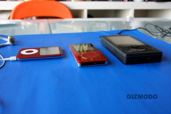 Flash Zune Hardware Gallery and Test: Tight Jeans, Sizemodo, and Zunepad