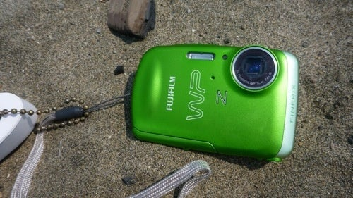Fujifilm Finepix Z33WP Waterproof Cam Review: Small and Smooth Like a Sea Stone