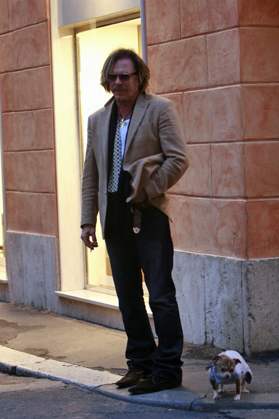 Mickey Rourke & Canine Companion: Not Impressed