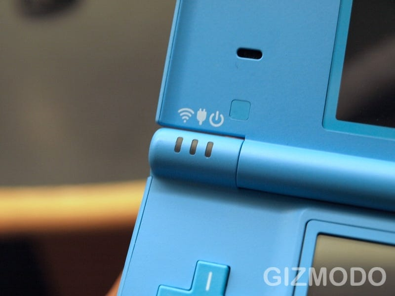 Hands On With Nintendo DSi: This Blue Version Looks Downright Electric