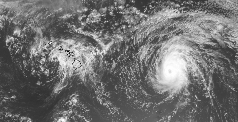 Iselle Makes Landfall in Hawaii, Julio Should Miss to the North