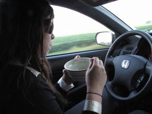 Ten Most Dangerous Foods To Eat While Driving