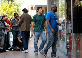 Did Jason Bateman Really Get Booed for Jumping the iPhone Line? An Investigation