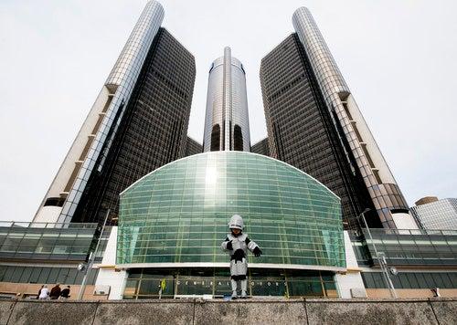 RoboCop Jr. defends dystopian Detroit