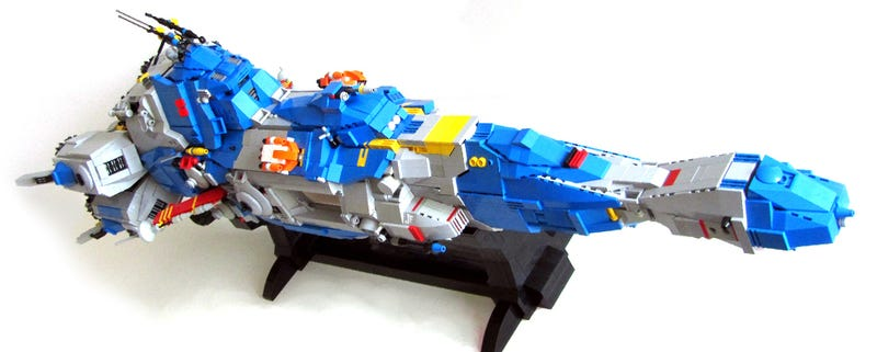 I want a ride in the sleekest Lego spaceship I've seen in a long time