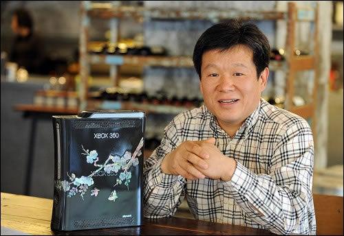 Bill Gates Gifts South Korean President a Beautiful Xbox 360