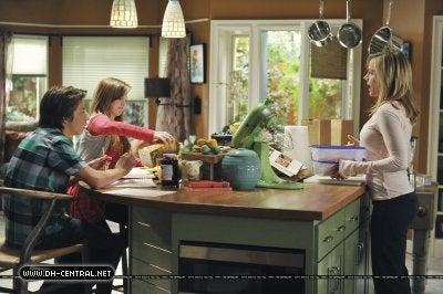 No Ordinary Family Gallery, Episode 2