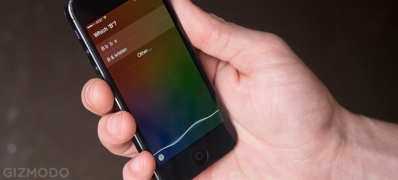 Siri Exploit Lets Anyone Skip the Lockscreen to Text or Call Contacts