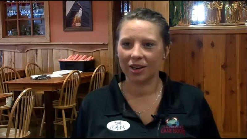 Waitress Gets $1,100 Tip After Giving $1,000 to Wrong Man