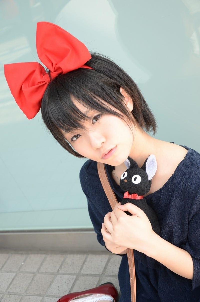 This Kiki's Delivery Service Cosplay Delivers a Big Bow and a Little Black Cat