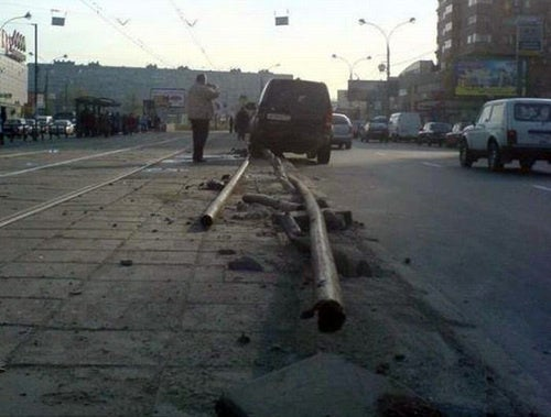 Russian Driver Thinks He's Tony Hawk, Impales Land Rover On Pole