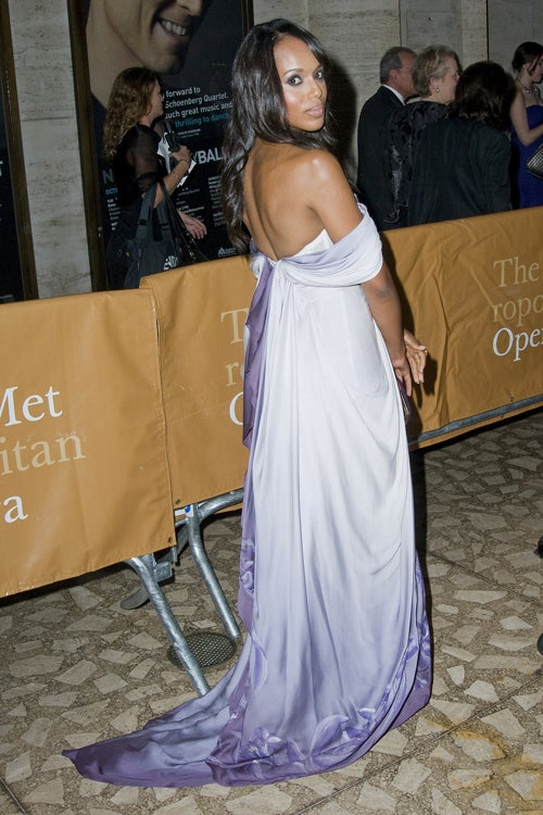 Kerry Washington's Gown Bares Her Shoulders, Covers Cobblestones