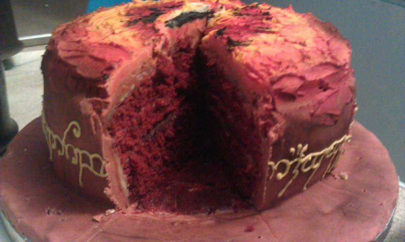 Look At This Deliciously Evil Eye of Sauron Cake (Updated)