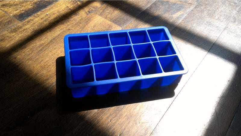 This Ice Cube Tray Is a Piece of Crap