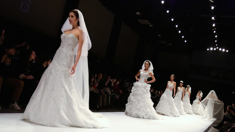 Is Wedding-Drunk America Ready for Rented Bridal Gowns?