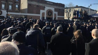 NYPD Turn Backs to de Blasio at Slain Officer's Funeral
