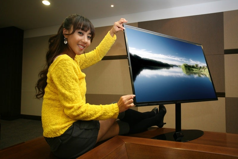 Samsung's 40-inch TFT-LCD is Just One Centimeter Thick
