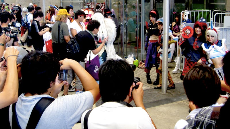 Cosplay at the Tokyo Game Show is a Sweaty, Dangerous Mess