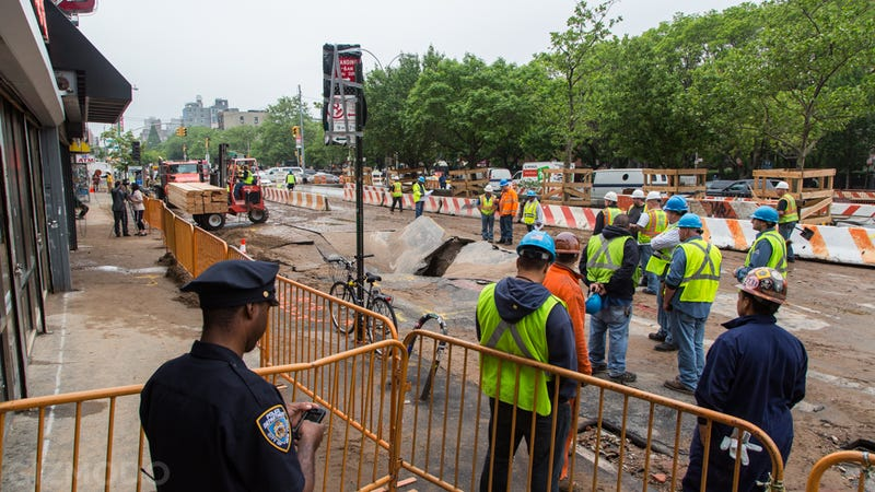 A Giant Sinkhole Just Opened Up in the Middle of Manhattan
