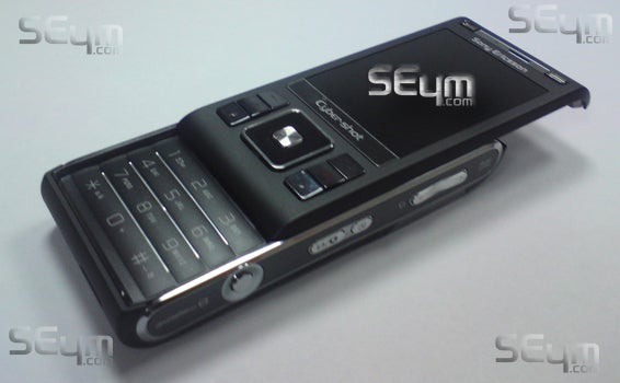 Sony Ericsson C905 Leaked Shots Show the 8.1 Megapixel Body