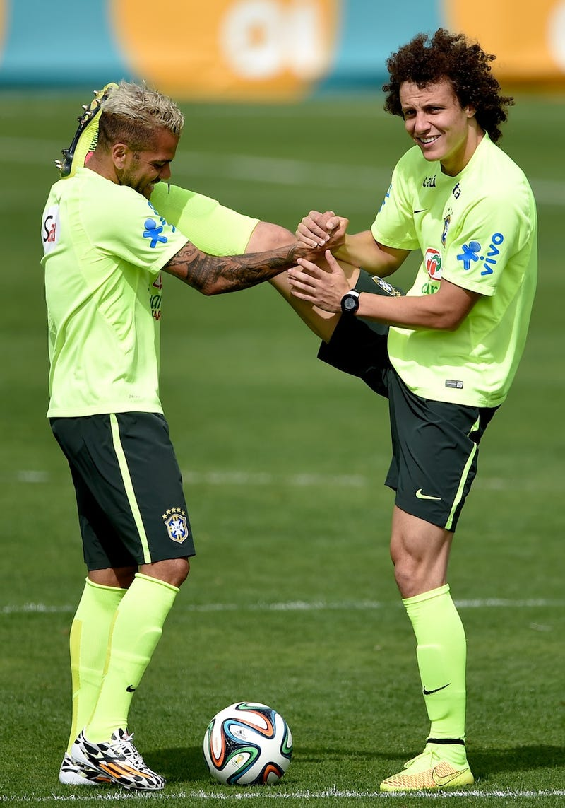 Dani Alves And David Luiz Love Stretching Together Very Awkwardly
