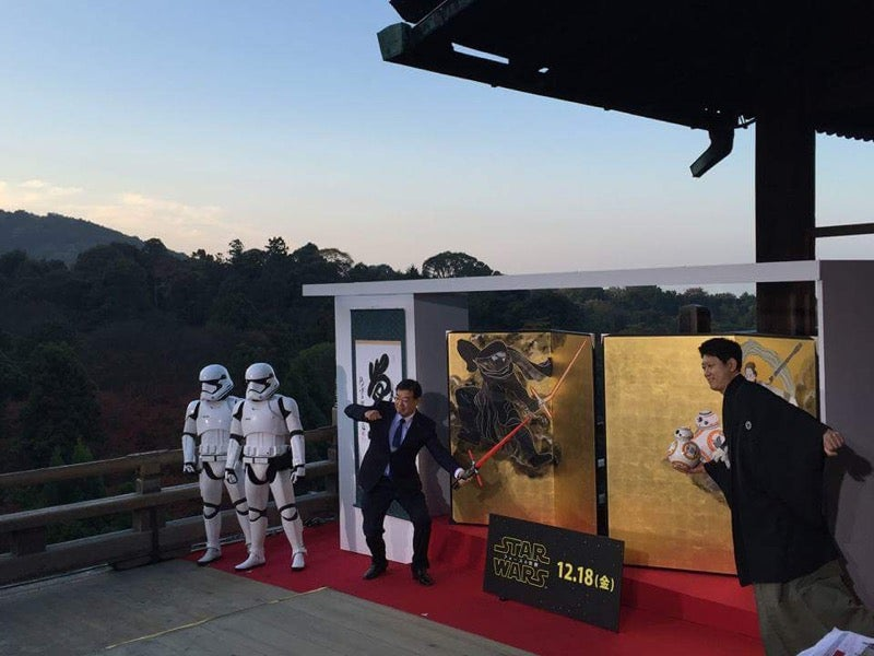 Japanese Style Star Wars Art Shown at Buddhist Temple