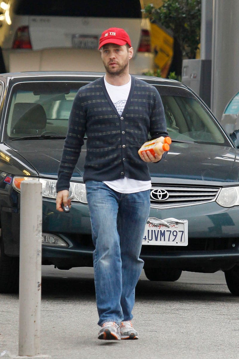 Jason Priestley Discovers The Peach Pit Now Serves Juice