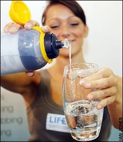 Life Saver Portable Water Filter Cleans the Crap Out of Your Water...Literally