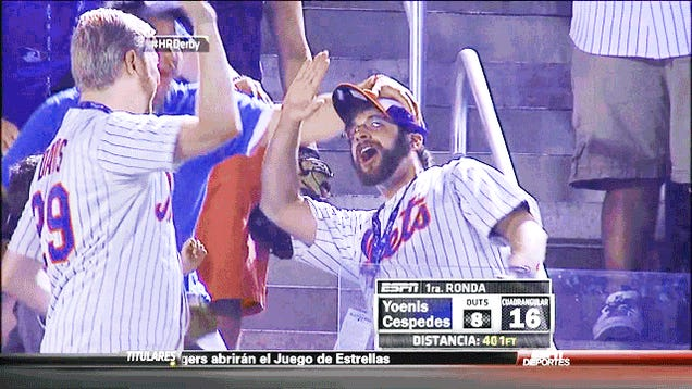 Mets Fans Struggle With High Fives, Obviously [UPDATE]