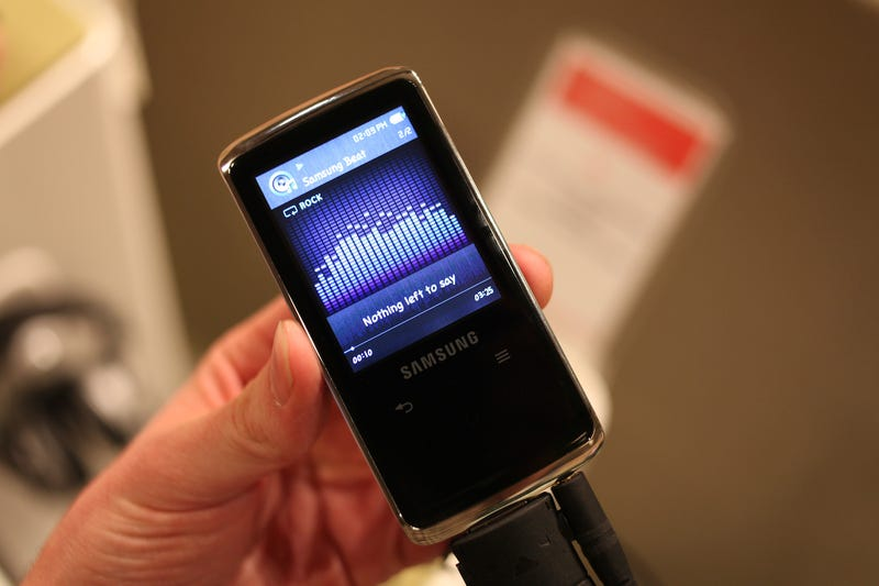 Video Hands On: Samsung's New Q2 and U5 MP3 Players