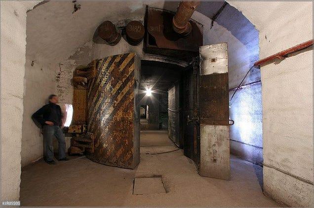 El distópico mundo de las bases de submarinos abandonadas 805315683346885805