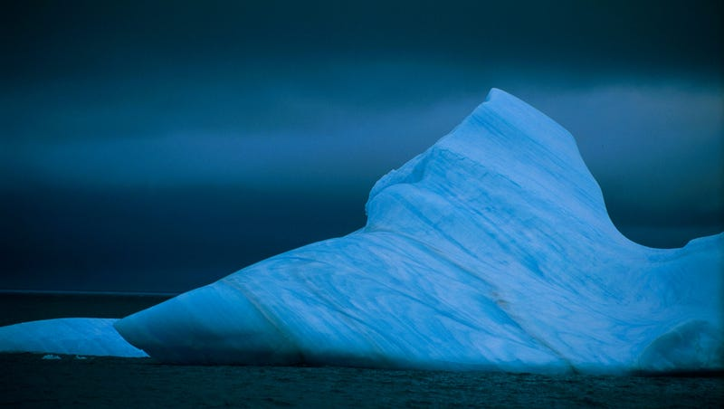 In A New China Miéville Tale, Daredevils Climb The Icebergs Over London