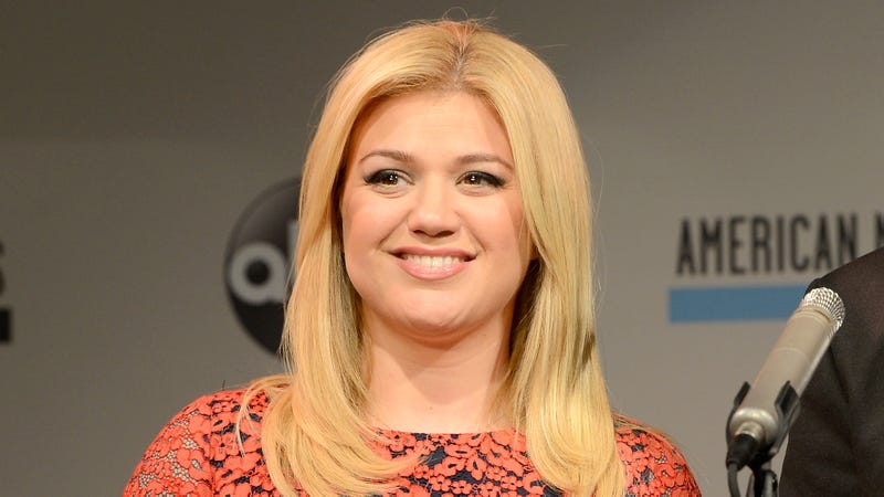Kelly Clarkson Vomits Twelve Times a Day, Is Never Not Vomiting