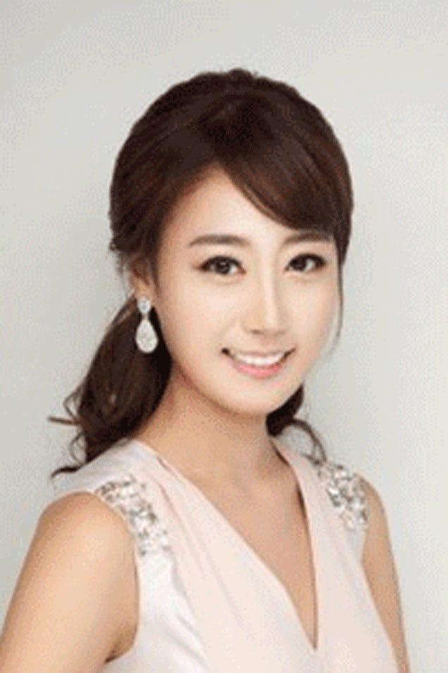 """Blame Photoshop for Korea's Beauty Queen """"Clones""""?"""