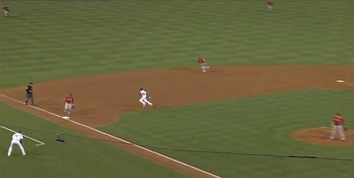 Dee Gordon Ends A Dodgers Threat By Running Into A Ground Ball