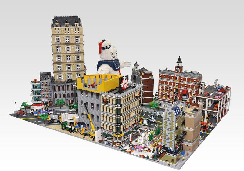 Gigantic Lego Stay Puft Marshmallow Man faces the Ghostbusters in NYC