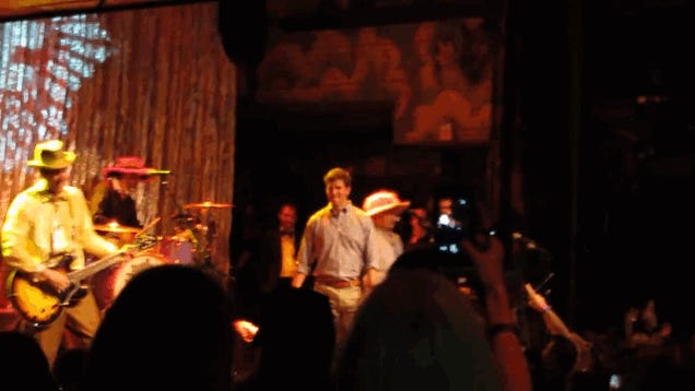 Eli Manning Awkwardly Grooves On Stage With Better Than Ezra